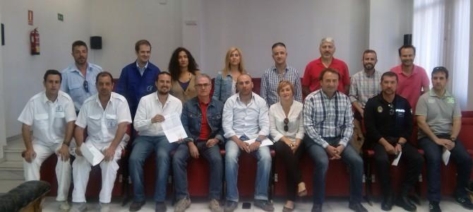 IU Rincón de la Victoria firma con los trabajadores del Ayuntamiento un compromiso a negociar nuevos pactos para la restitución del convenio colectivo en los primeros quince días de gobierno