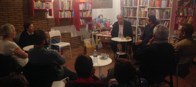 """Izquierda Unida Rincón comienza la precampaña con Felipe Alcaraz, que presenta su nuevo libro """"Eclipse Rojo""""."""