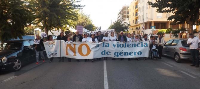 Unas mil personas participan en la marcha pacífica por la erradicación de la Violencia de Género convocada por el Ayuntamiento
