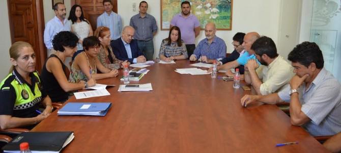 Gobierno y sindicatos firman por unanimidad el convenio colectivo de la plantilla municipal de Rincón de la Victoria
