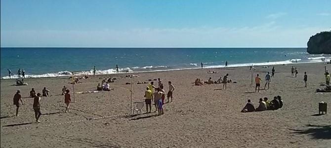 Un centenar de jóvenes participa en el II Torneo de Voley-Playa organizado este fin de semana por Izquierda Unida y Juventudes Comunistas