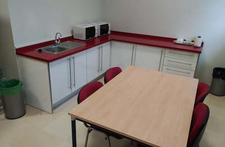 La Concejalía de Cultura habilita una sala comedor para los usuarios de la Biblioteca de Rincón de la Victoria